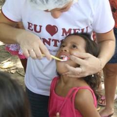 'Dentista da Floresta' leva saúde bucal à comunidade ribeirinha do Amazonas