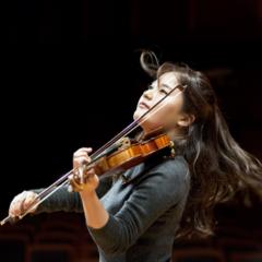 A violinista sul-coreana Ji Young Lim se apresenta quinta-feira (20) no Teatro Amazonas