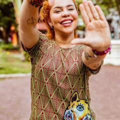 """Manart encanta com estampa inspirada na obra """"Existência e Resistência"""" de Marieta"""